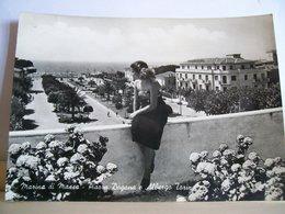1956 - Marina Di Massa - Carrara - Piazza Dogana ( Ora Piazza Betti )   Albergo Torino - Bondano   - Giardini - Ragazza - Massa