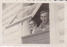 Foto 2 Deutsche Soldaten Am Fenster - 2. WK - 8,5*5,5cm (39112) - Krieg, Militär