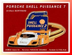 SUPER PIN'S PORSCHE-CARBURANT : La PORSCHE Version ORANGE, SHELL PUISSANCE 7, Arthus BERTRAND 3,7X2,4cm - Porsche