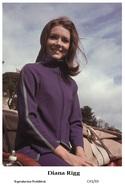 DIANA RIGG - Film Star Pin Up PHOTO POSTCARD - C41-33 Swiftsure Postcard - Artistas