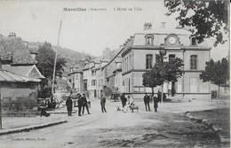 MARCILLAC  (Aveyron): :Hôtel De Ville Et Place  Animée (1917) - France