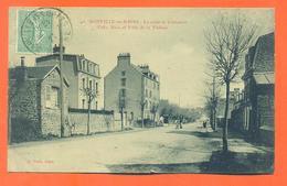 """CPA 50 Donville Les Bains """" La Route De Coutances , Villa Alice Et Villa De La Falaise """" - France"""