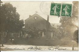 LOURDOUEIX ST PIERRE.....CREUSE.....CARTE PHOTO .....la Mairie    Animée   En 1908 - France