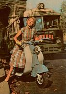 Cpsm Publicitaire LAMBRETTA France Jeune Femme Sur Son Scooter Modèle 125 LD 1957 à PARIS, Bus Parisien 92 Pub, Rare - Motorfietsen