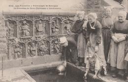 29 LANDIVISIAU     La Fontaine De Saint-Thivisiau à Landivisiau  SUPER PLAN   1906  PAS COURANT - Landivisiau