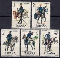 ESPAÑA 1977 UNIFORMES MILITARES VIII  - EDIFIL Nº 2423-2427 - Yvert 2069-2073 - 1931-Hoy: 2ª República - ... Juan Carlos I