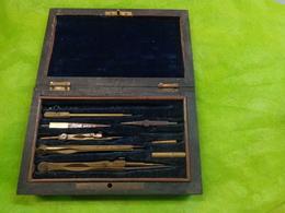 Boite Palissandre Avec Compas Et Autre En Acier Et Bronze Avec Cle - Autres Collections