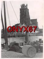 PHOTO 12,5 X 9,5 Cms - DORDRECHT (Hollande Méridionale) Vue Prise Sur La Cathédrale Et Le Port - Places