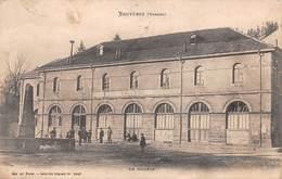 88 - Bruyères-en-Vosges - Beau Cliché Animé Du Collège - Bruyeres