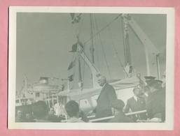 PHOTOGRAPHIE - PHOTO -  25 AVRIL 1966 : LE GENERAL DE GAULLE A DUNKERQUE - Berühmtheiten