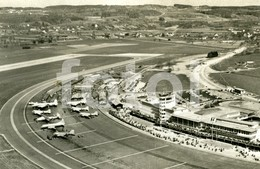 50s  REAL PHOTO FOTO POSTCARD PLANE AIRPORT AEROPORTO FLUGHOF ZURICH SUISSE KLOTEN CARTE POSTALE - Aerodromi