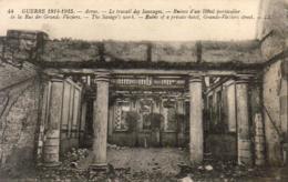 MILITARIA  GUERRE 1914- 18  ARRAS  Le Travail Des Sauvages- Ruines D' Un Hôtel Particulier  ..... - Guerre 1914-18