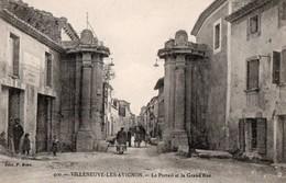 VILLENEUVE-les-AVIGNON --Le Portail Et La Grande Rue - Villeneuve-lès-Avignon