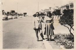 8351.   Vintage Old Foto Photo Coppia Couple A Ostia Auto Car 1958  9x8 - Lieux