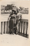 8353.   Vintage Old Foto Photo Coppia Couple A Ostia  1958  9x8 - Lieux