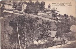 F73-099 SAINT JEOIRE PRIEURE - LA GARE DU TRAMWAY ET L'EGLISE - TRAM EN GARE - Gares - Avec Trains