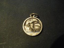 Petite Médaille De Parachutistes Et St Michel Normandie Débarquement - 1939-45
