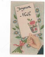 JOYEUX NOEL -  PTE CARTE COULEUR (12x6.5) - MAIN TENANT ECRITEAU ET FLEURS   - VOYAGEE EN 1946 - Noël