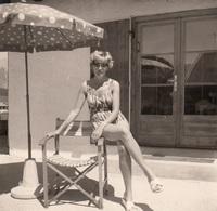 (4 Scan) 2 Orig.Fotos Einer Jungen Frau Im Badeanzug Bei Seefeld, Fotoformat 9 X 9. - Pin-Ups