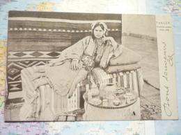 Femme Arabe Chez Elle - Tanger