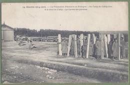 CPA Militaria Guerre 14/18 - MORBIHAN - PRISONNIERS ALLEMANDS A LA GARE DU CAMP DE COÉQUIDAN - CORVÉE DE PLANCHES - France