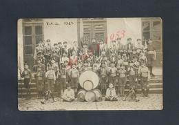 CARTE PHOTO COLONIE 1929 JEUNES SCOUTS SCOUTISME CURÉ INTRUMENTS DE MUSIQUE À SITUER : - Scoutisme