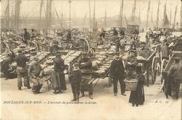 Boulogne Sur Mer -lot De 2 Cartes-femmes De Pecheurs-l'arrivée Du Poisson A La Criée-2 - Cpa - Boulogne Sur Mer