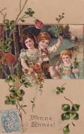 TROIS ENFANTS ET LES FLEURS              CARTE EN RELIEF - Altri