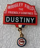 Pin's Baseball Cubs De Chicago . Wrigley Field The Friendly Confines . Dustiny .28X35 Mm . Superbe Egf . émail Grand Feu - Baseball