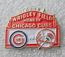 Pin's Baseball Cubs De Chicago . Yankees 2003 . 23X29 Mm . Superbe - Baseball
