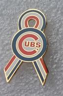 Pin's Baseball Cubs De Chicago . 13X30 Mm . Superbe - Baseball