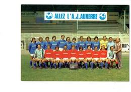 Cpm FOOTBALL - 89 - AUXERRE Equipe De Foot Année 1976 /77 Allez L'A.J. Auxerre - Devenez Cluber Publicité FRUEHAUF PUMA - Soccer