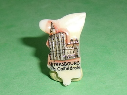 Fèves / Pays / Région : Puzzle , Strasbourg , La Cathédrale    T12 - Regionen