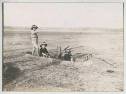 Pierre , Raymond Et Annie De La Tramerye à Saint-Efflam En Août 1910 . Bateau à Vapeur De Sable Sur La Plage .Jeu . - Personnes Identifiées