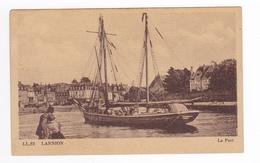 22 Lannion N°62 Le Port En 1949 Couple Regardant Beau Bateau Voilier 2 Mâts - Lannion