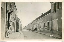 Photo Cpsm 45 BATILLY. Pompe à Essence Murale Et Manuelle Sur Grande Rue Face Hôtel Du Lion D'Or 1954. Timbre Manquant.. - France