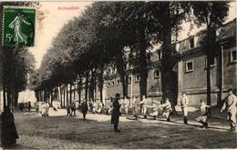 VERSAILLES MILITAIRES A LA GYMNASTIQUE ,  58806A - Régiments