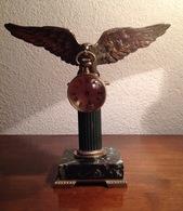 GRAND PORTE MONTRE A L'AIGLE ET SA PENDULETTE BOULE - EMPIRE - FIn XIXe Bronze - Jewels & Clocks