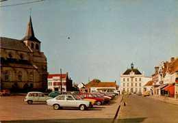 Cpm 62 Auchel L'Eglise L'Hôtel De Ville Nombreues Voitures Commerces - Otros Municipios
