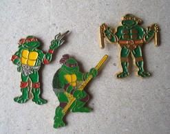 Tortues Ninja. - 3 Pin's Raphael Michelangelo Donatello. - Animaux