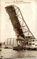 N°69762 -cpa Le Havre -le Pont V. -passage D'un Remorqueur- - Remorqueurs