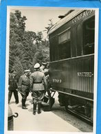 Guerre 39-45- 1940-armistice-le Fuhrer-Hitler - Suivi De Goering- Entrant  Dans Le Wagon- - Weltkrieg 1939-45