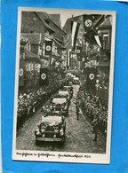 1934+HITLER-défilant En Décapotable Devant Un Foule Liesse  Et Rue Pavoisée- - Personnages
