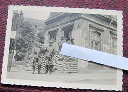 Boulogne Sur Mer Juin 1940/ Garde à L'hôpital. Heer Soldats Allemands Landser 2e Guerre - 1939-45