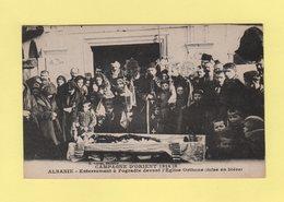 Albanie - Enterrement A Progadie Devant L Eglise Orthoxe - Albanie