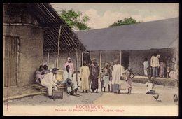 MOCAMBIQUE Trechos Do Bairro Indigena. MOZAMBIQUE Native Village PORTUGUESE COLONY In AFRICA - Mozambique