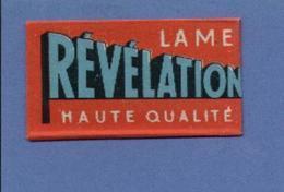 Une Lame De Rasoir   REVELATION  (L83) - Lames De Rasoir