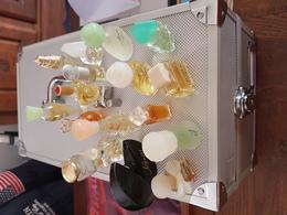 KIT DE 17 BOUTEILLES DE PARFUM DIFFERENTES - Miniature Bottles (without Box)
