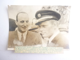 PHOTO L' HYDRAVION GEANT AMERICAIN YANKEE CLIPPER L' AS FRANCAIS DETROYAT ACCUELLANT LE CAPITAINE HAROLD GRAY - Schiffe