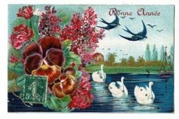 """Carte Illustrée Avec Paillettes """"Bonne Année"""" Hirondelles, Cygnes ,bouquet De Roses, Oeillets, Lilas - Circulé 1907 - Thanksgiving"""
